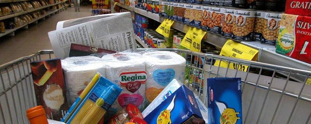 Inflazione, rincari per spesa e trasporti   In un anno più 532 euro a famiglia