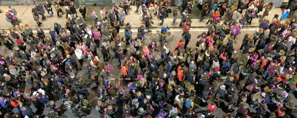 «4 mila donne in marcia a Bergamo»  Le foto e i video della manifestazione