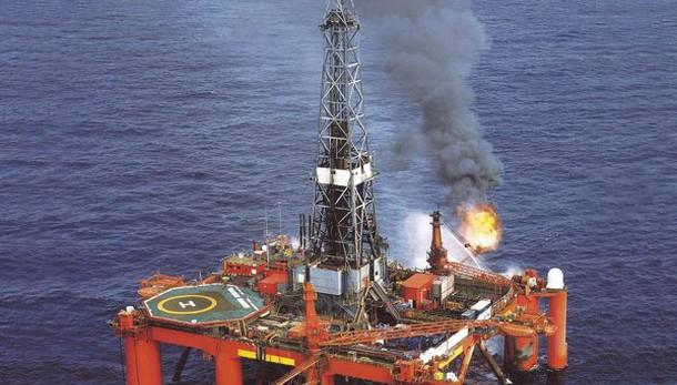 Petrolio sotto 50 dlr, minimo dicembre