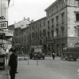 Foto «street» in Borgo Palazzo Un incrocio fra passato e futuro