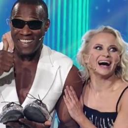Oney Tapia vola in semifinale  «Ballando» vince e batte «Amici»