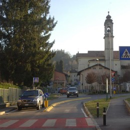 Via Maironi da Ponte, nuovo asfalto Strada chiusa dal 18 al 22 aprile