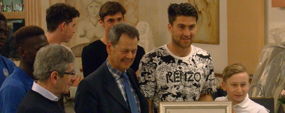 Zukanovic è il «Bravo papà» Premiato dal club Valgandino