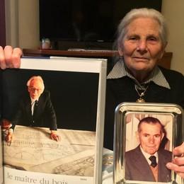 Irma a 93 anni quattro chilometri a piedi  per l'ultimo saluto a Carlo Riva
