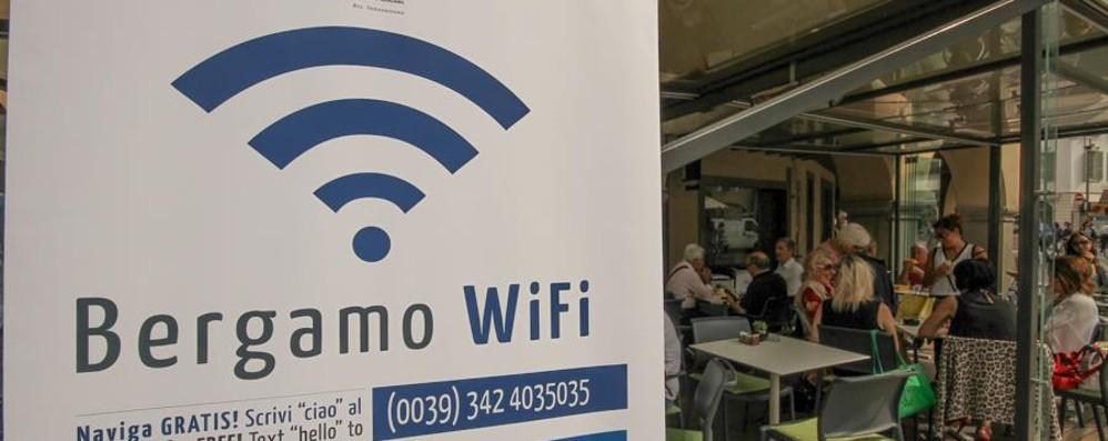 Record di Bergamo Wi-Fi, 195mila iscritti 30mila «agganciati» per 6 ore al giorno