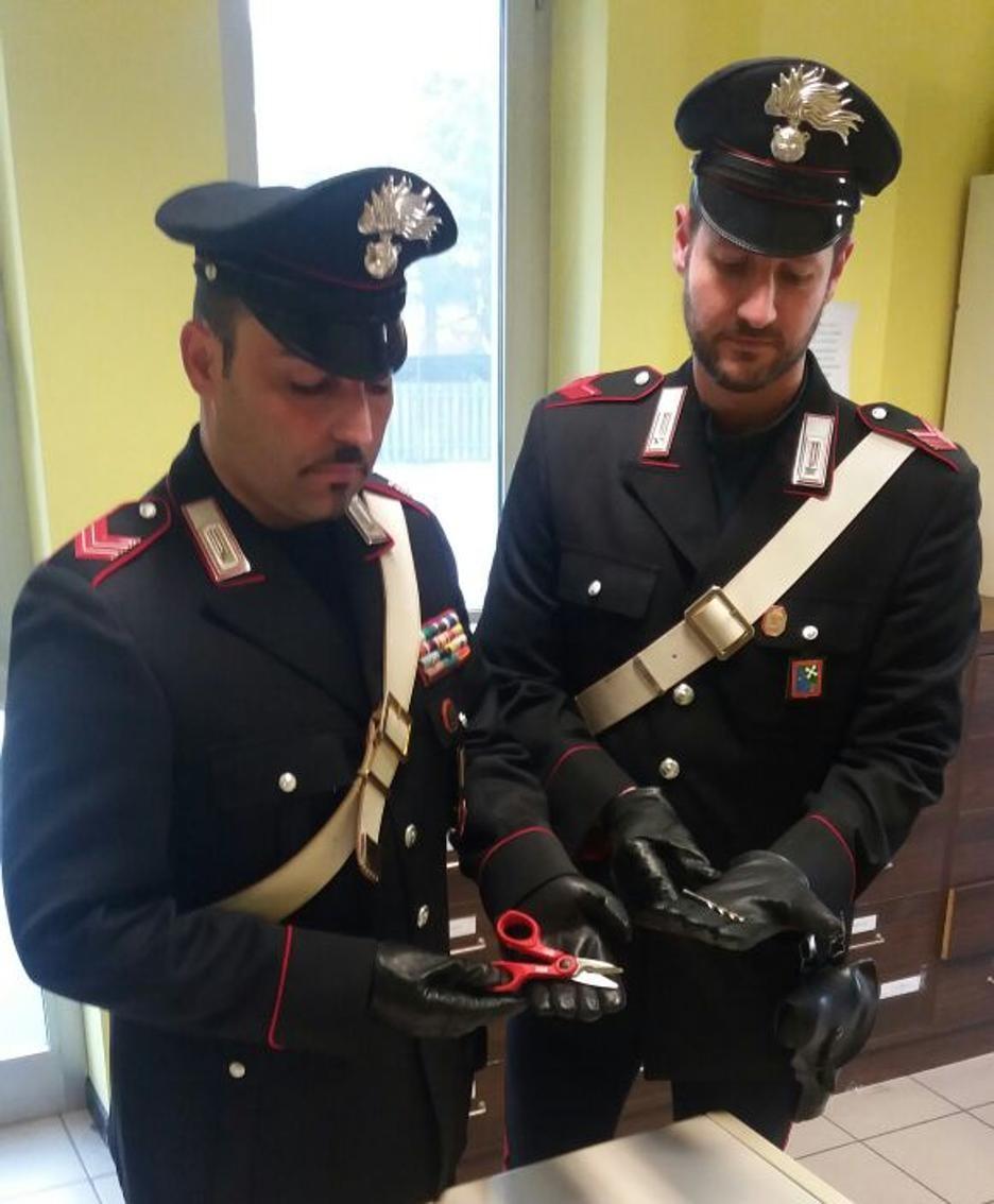Gli strumenti di effrazione sequestrati dai carabinieri della Compagnia di Treviglio al 21enne arrestato