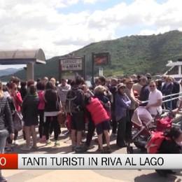 Sarnico, tanti turisti in riva al Lago