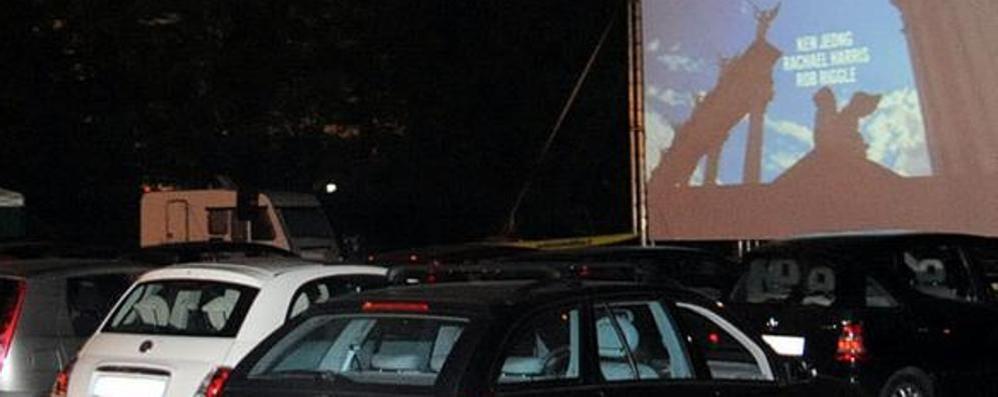 Al cinema con l'auto, arriva il «drive-in» Albino, si proietta un classico: Grease