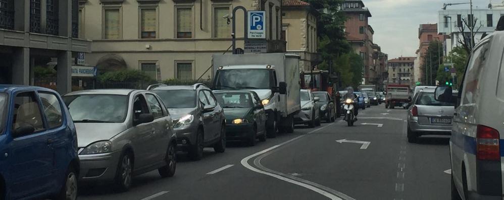 Bergamo, lavori stradali e chiusure Mattinata di caos e traffico in centro