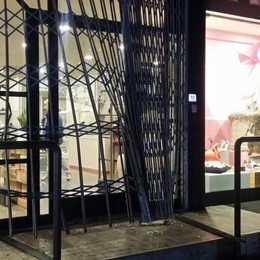 Paladina, divelta la saracinesca  Rubate calzature per 15 mila euro