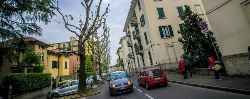 Finto vigile: «Ha subito un furto?» 85enne derubato di 3mila euro