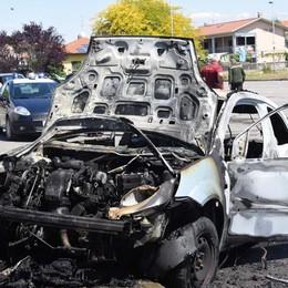 Casirate d'Adda, l'auto prende fuoco 41enne ustionato al braccio e al collo