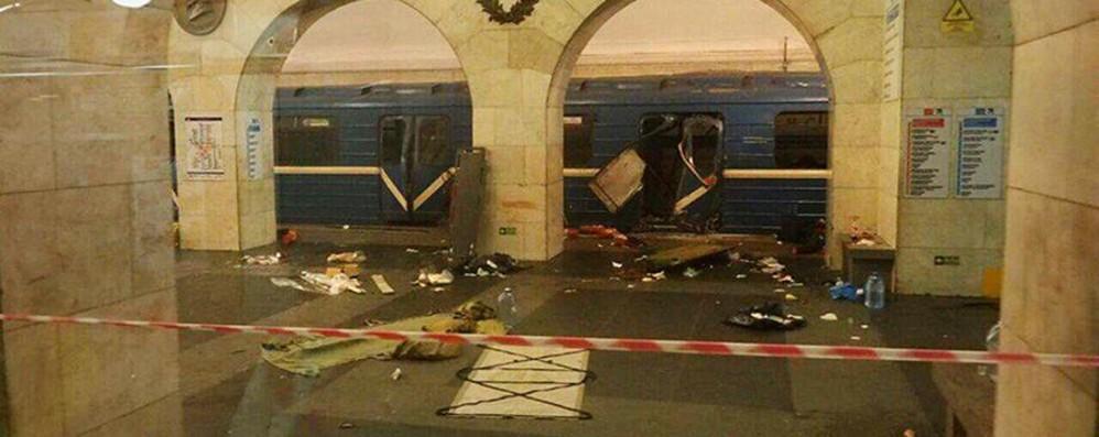Esplosione nella metro a San Pietroburgo 14 morti e molti feriti. «È un attentato»