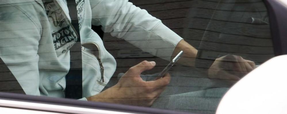 Cellulari e guida, in un anno 460 multe Noi solo in un'ora ne abbiamo contati 46