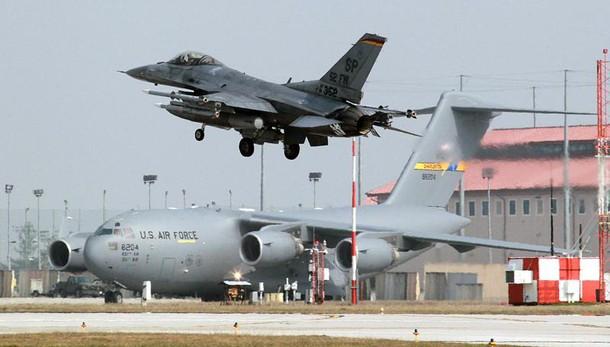 F16 Usa in avaria, atterraggio emergenza