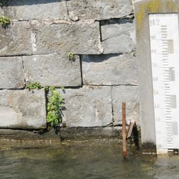 Sebino, pochi i turisti per la pioggia Ma il livello del lago è cresciuto di 23 cm