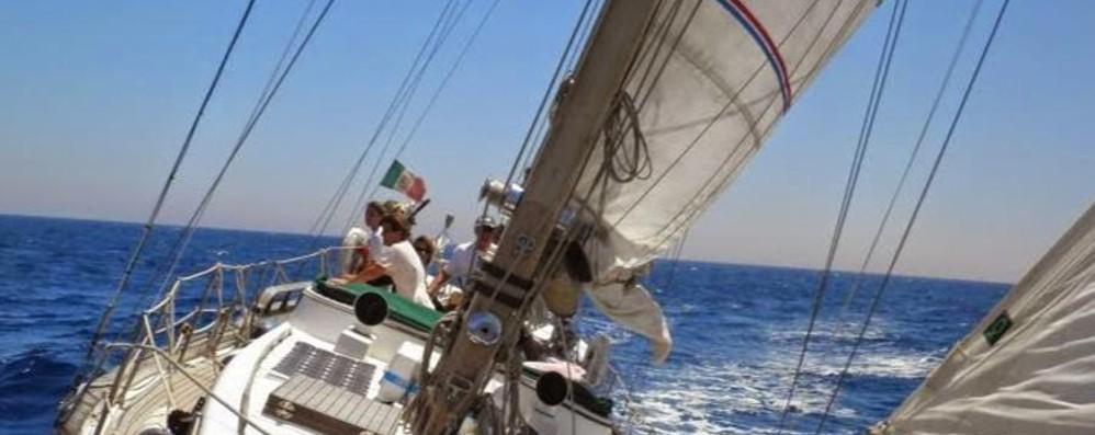 Lovere, il lago oltre ogni barriera Una  vela per i giovani disabili