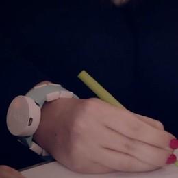 Parkinson, contro il tremore alle mani test su uno orologio «intelligente» - Video
