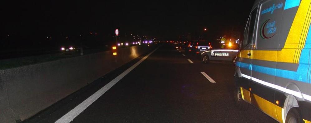 Tragico schianto nella notte Un 42enne muore  in autostrada