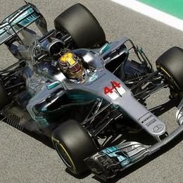 Formula Uno, Hamilton in pole In Spagna lo affianca Vettel