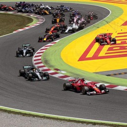 Vettel formidabile ma è secondo  In Spagna vince Lewis Hamilton