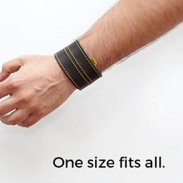 Il braccialetto che segnala gli autovelox Idea «made in Italy» e legale al 100%