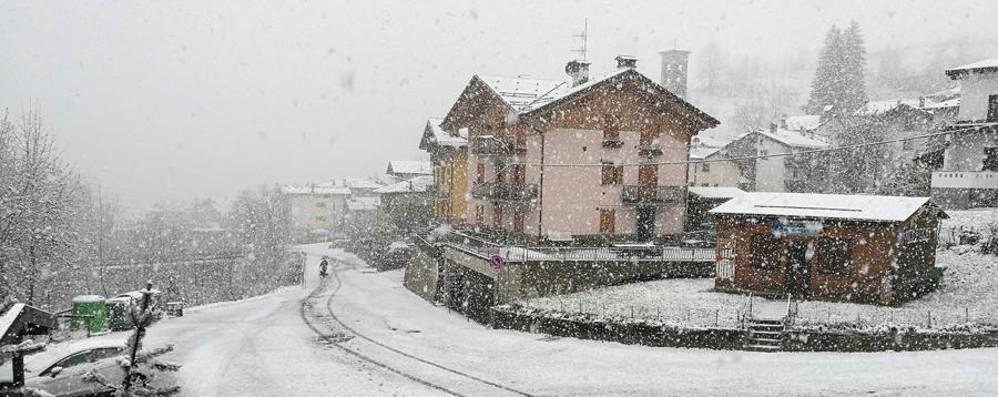 A Lizzola inizio di maggio sotto la neve Ma che freddo fa? Le previsioni meteo