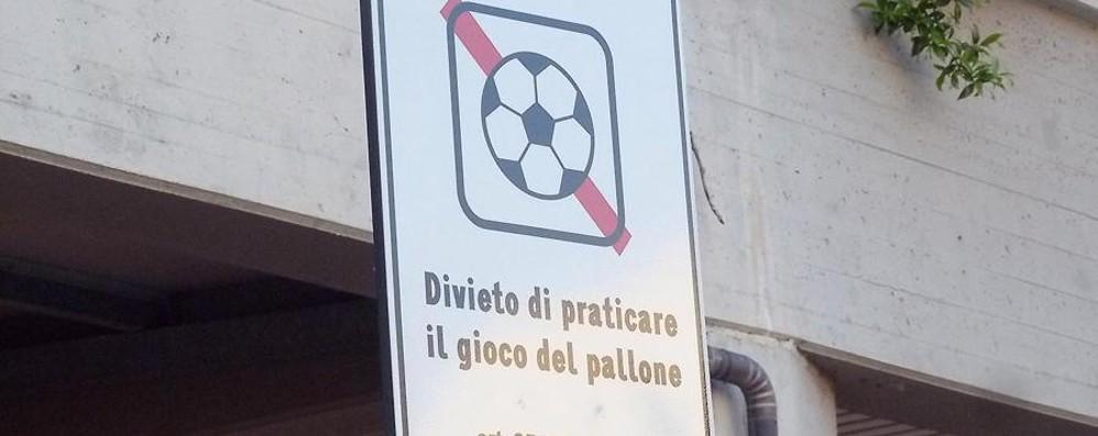 Vietato giocare a pallone in piazza E a Grassobbio la polemica fa goal