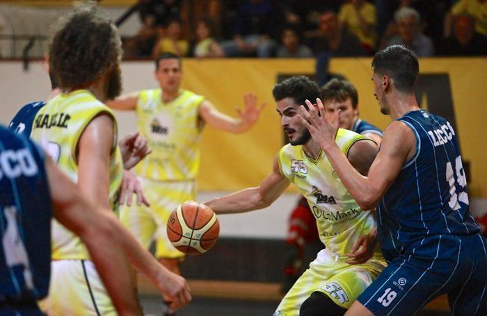 Basket serie B 2016/17 Gara2 fra Comark Bergamo e Lecco del 16 maggio Rei Pullazi della Comark foto Prezioso