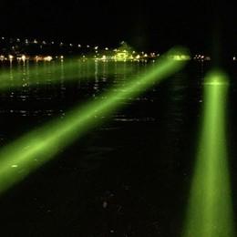 Una nuova passerella sul lago? Questa volta sarà di raggi di luce -Foto