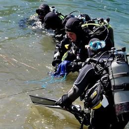 Lago d'Endine, 20 sub in azione  Tanti rifiuti ma anche gamberi e cozze