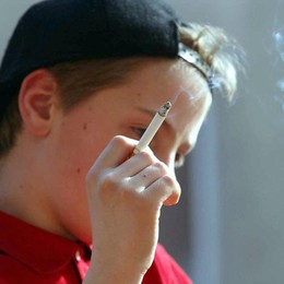 Sigaretta, è emergenza giovani «Uno su tre fuma, e si inizia prima»