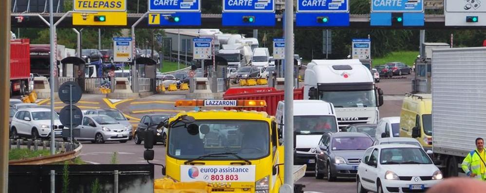 Due incidenti in A4, traffico nel caos Code in uscita al casello di Bergamo