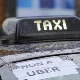 L'Antitrust con Uber. Rivolta taxi News su costi hotel: più basse di Booking