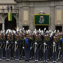 Il «Lo giuro» degli allievi ufficiali accende piazza Vittorio Veneto  -  Video