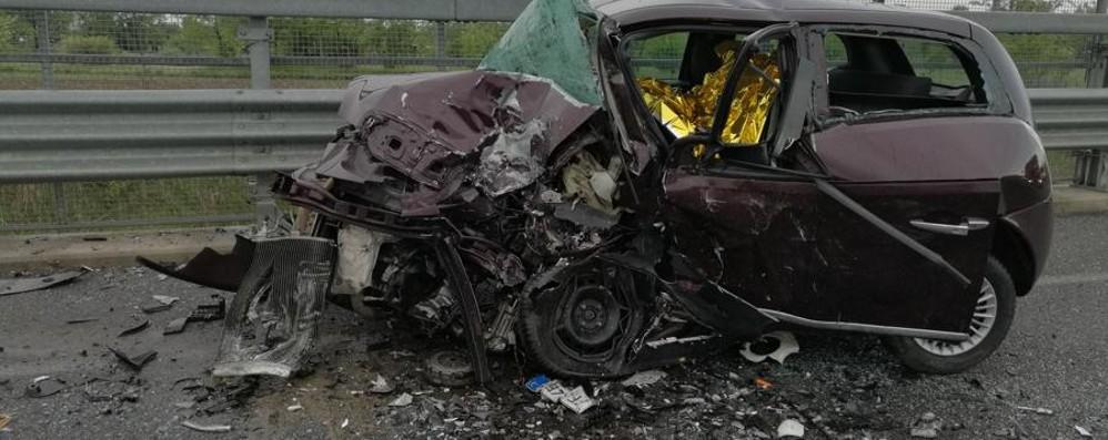 Bolgare, scontro tra auto all'alba 54enne muore nello schianto