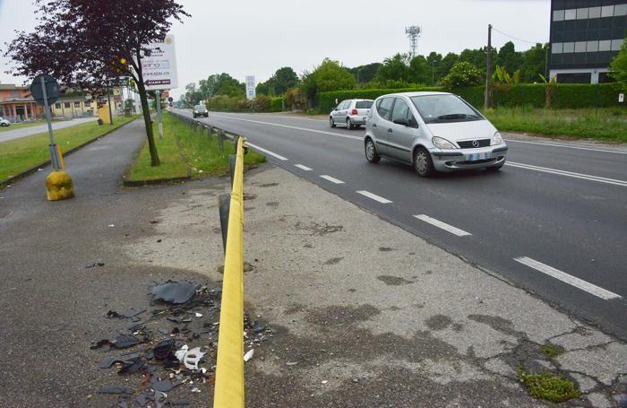 La strada dove si è verificato l'incidente mortale a Osio Sotto