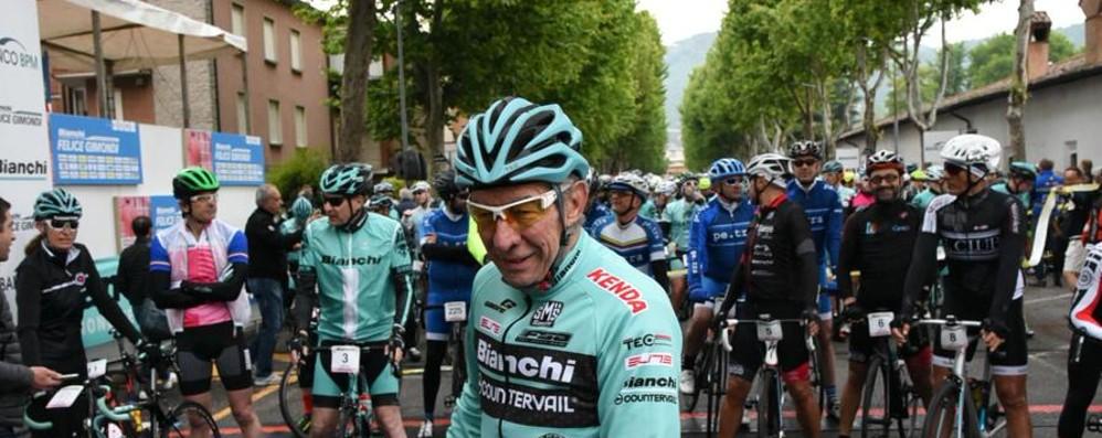 Migliaia di ciclisti per la «Gimondi» Guarda le foto della partenza