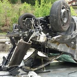Si ribalta con l'auto, ferita 18enne L'incidente nella notte ad Ardesio
