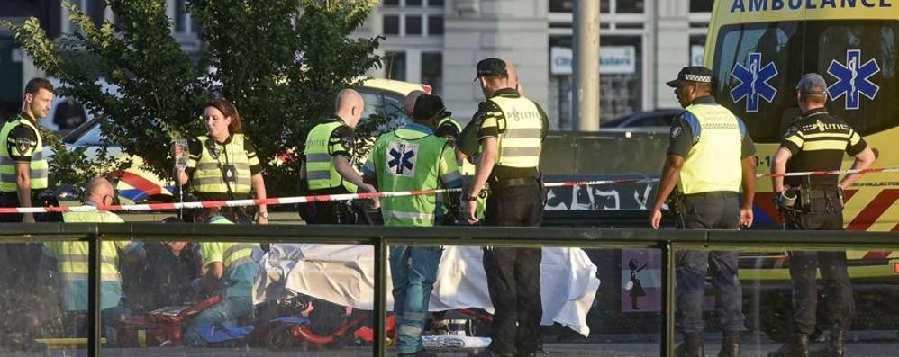 Amsterdam, auto contro pedoni Otto feriti, la polizia indaga