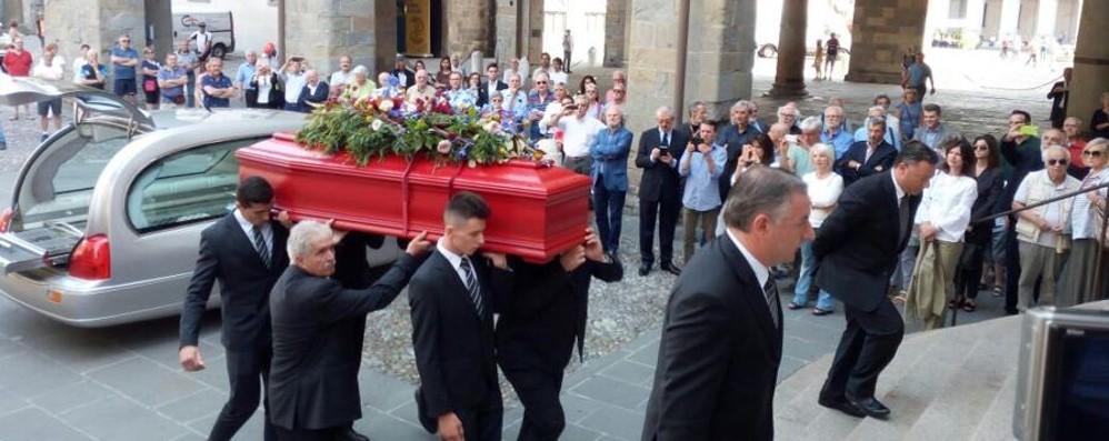 L'addio di Bergamo a Trento Longaretti «Cercatore instancabile della bellezza»