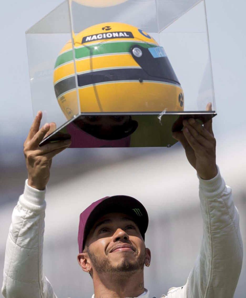 epaselect epa06021501 British Formula One driver Lewis Hamilton of Mercedes AMG GP shows the helmet he received as present from the family of late Brazilian Formula One Ayrton Senna after the qualifying session of Canada Formula One Grand Prix at the Gilles Villeneuve circuit in Montreal, Canada, 10 June 2017. Senna's family delivered the helmet to Hamilton after he scored the 65th pole position which tied him with Ayrton Senna. The 2017 Canada Formula One Grand Prix will take place on 11 June. EPA/VALDRIN XHEMAJ