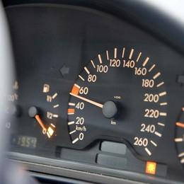 Vendevano auto coi km taroccati Denunciati due titolari di autosaloni