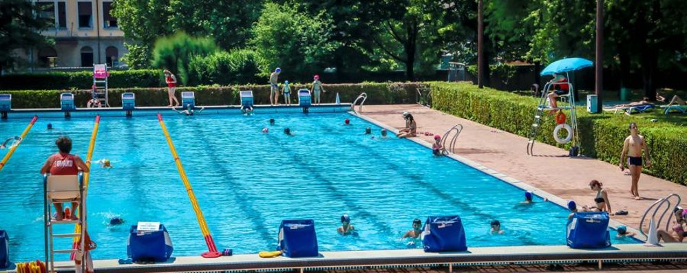 Col caldo tutti in piscina all'Italcementi Ma serve rimettere a nuovo la struttura