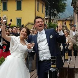 Giulia e Mattia si sono sposati Dopo 13 anni fiori d'arancio a Valleve