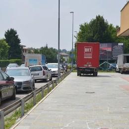 Travolta da furgone in retromarcia Muore mamma di 31 anni a Terno