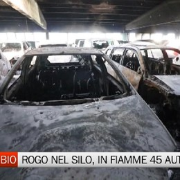 Rogo al Parcheggio Blu di Grassobio, in fiamme 45 auto