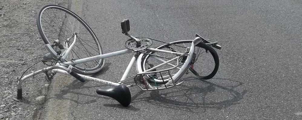 Cade dalla bici ad Almenno Grave 48enne, arriva elisoccorso