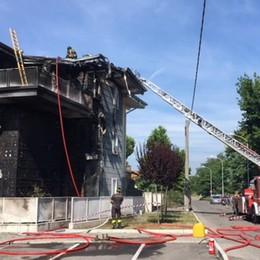 Esplode bombola di gas in giardino Casa in fiamme a Fara Gera d'Adda