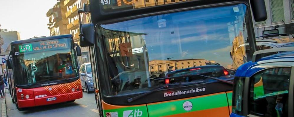 Bergamo, sul pullman senza biglietto «Sono dell'Isis». Finisce nei guai